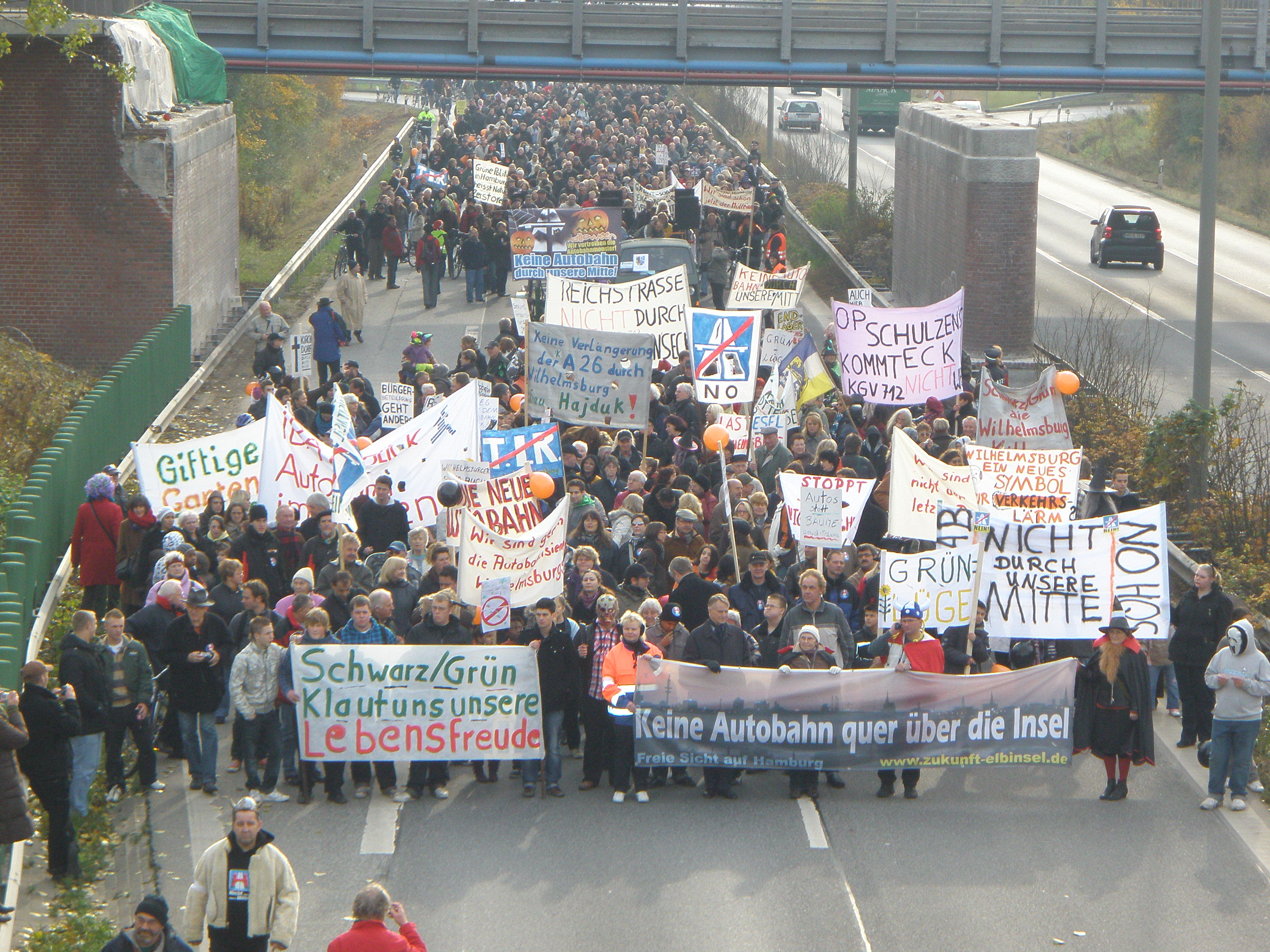 09-10-31-Demo-auf-der-Reichsstrasse