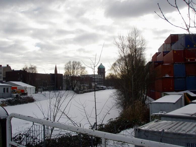 Veringkanal mit Wasserturm und Rehaklinik