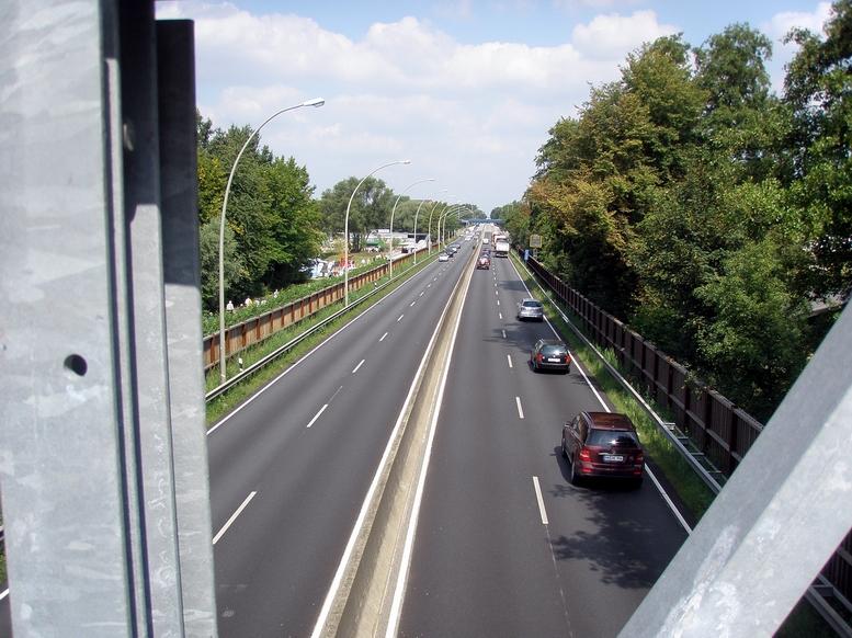 Wilhelmsburger Reichsstraße mit Tempo 50 während der Gartenschau - 21.8.2013   © Manuel Humburg