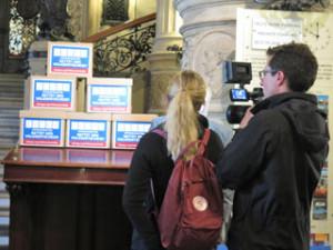 Übergabe der Unterschriften im Rathaus © copyright: Mehr Demokratie e.V.